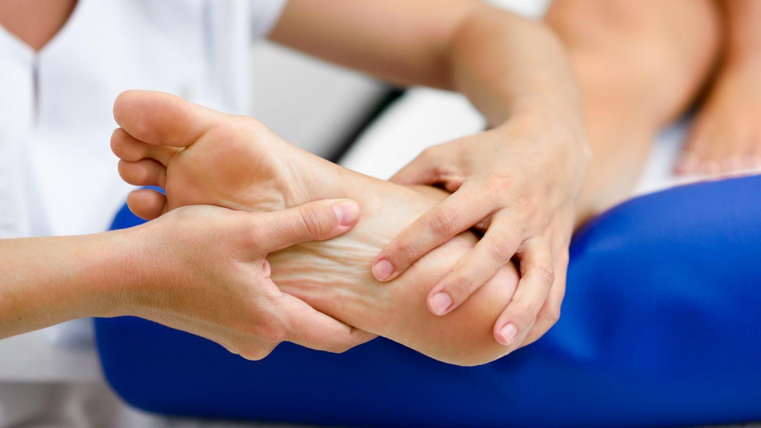 tratamento caseiro para dor no calcanhar