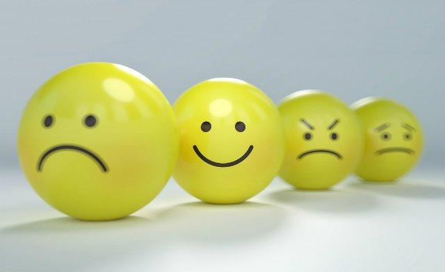 sequência de 4 bolinhas, cada uma expressando sentimentos de tristeza, alegria, raiva e desânimo