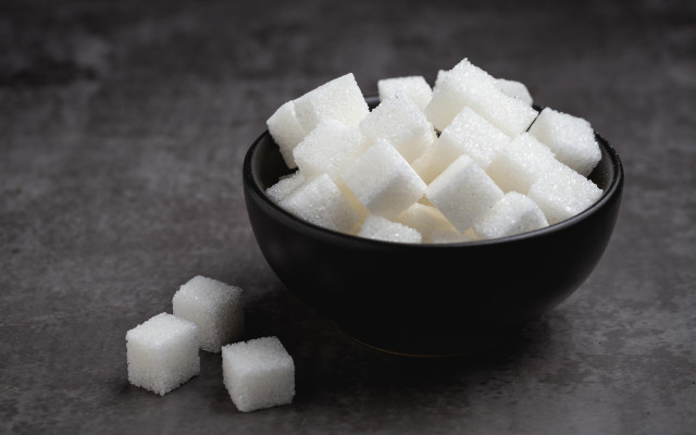 Tijela com cubos de açúcar.