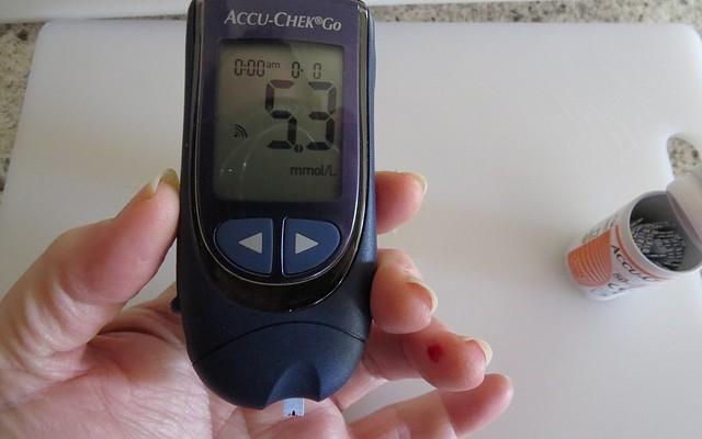 Aparelho para medir a glicose.