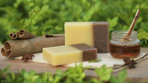 Shampoo em barra de canela e mel.