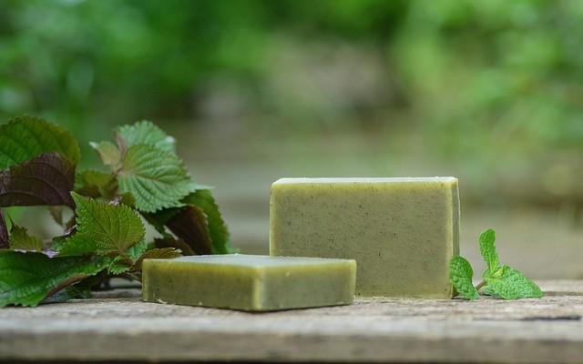 Shampoo em barra verde feito com hortelã.