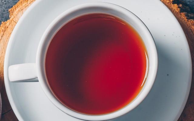 xicara de chá de romã.